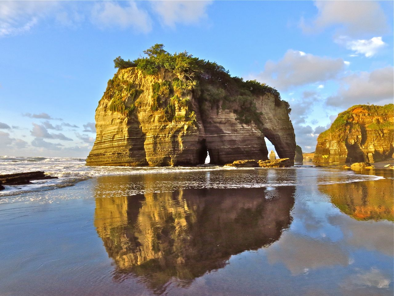 Elephant rock three sisters beach