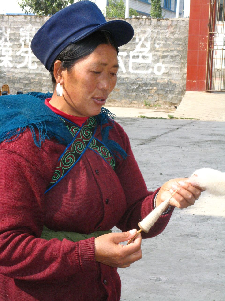 Nosu woman with bobin
