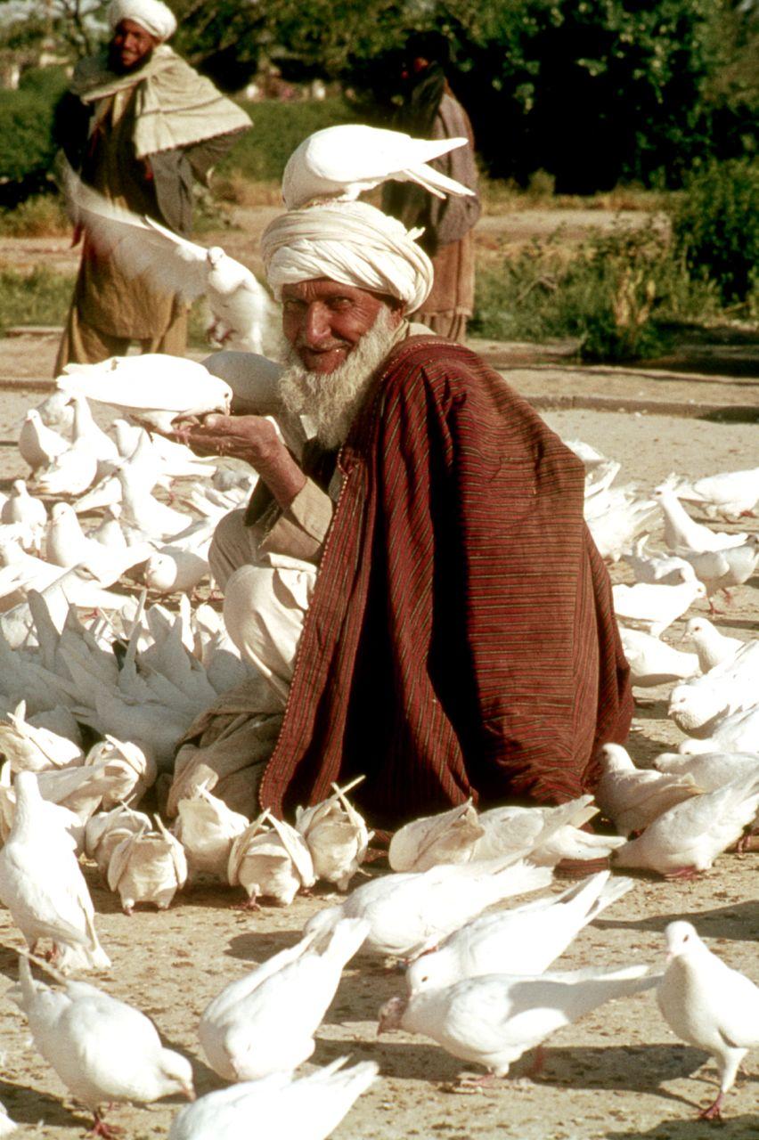 Afghan man mazaar i sharif